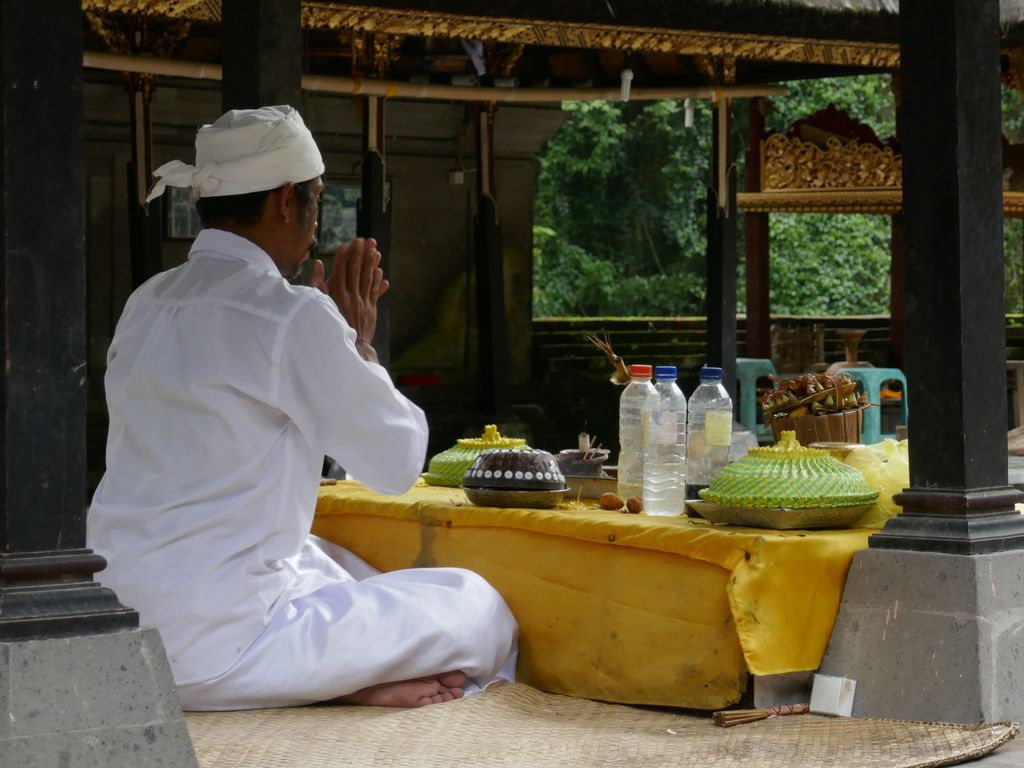Prêtre à Gunung Kawi