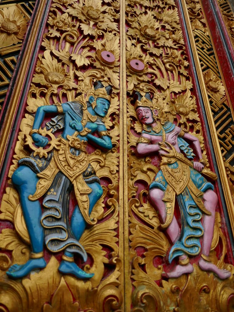 Porte sculptée de Pura Ulun Danu Bratan