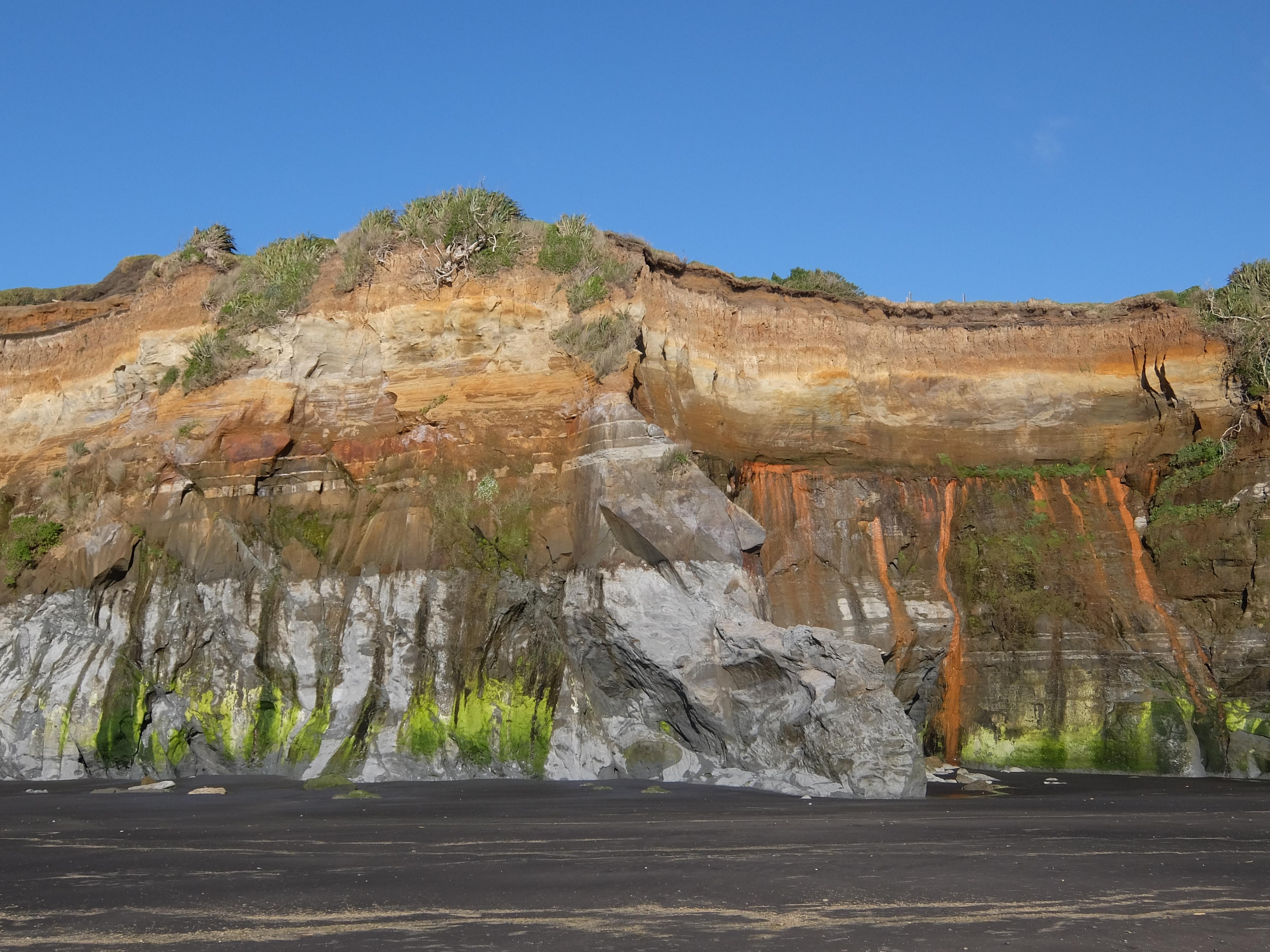 Falaise multicolore de Rapanui